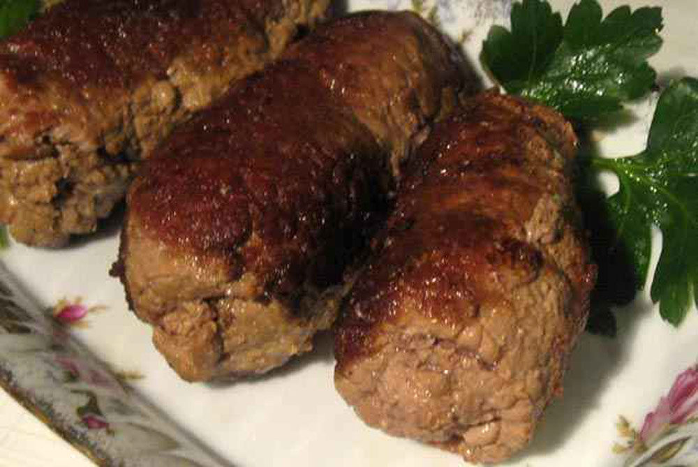 Приготовить салат с грудкой и грибами