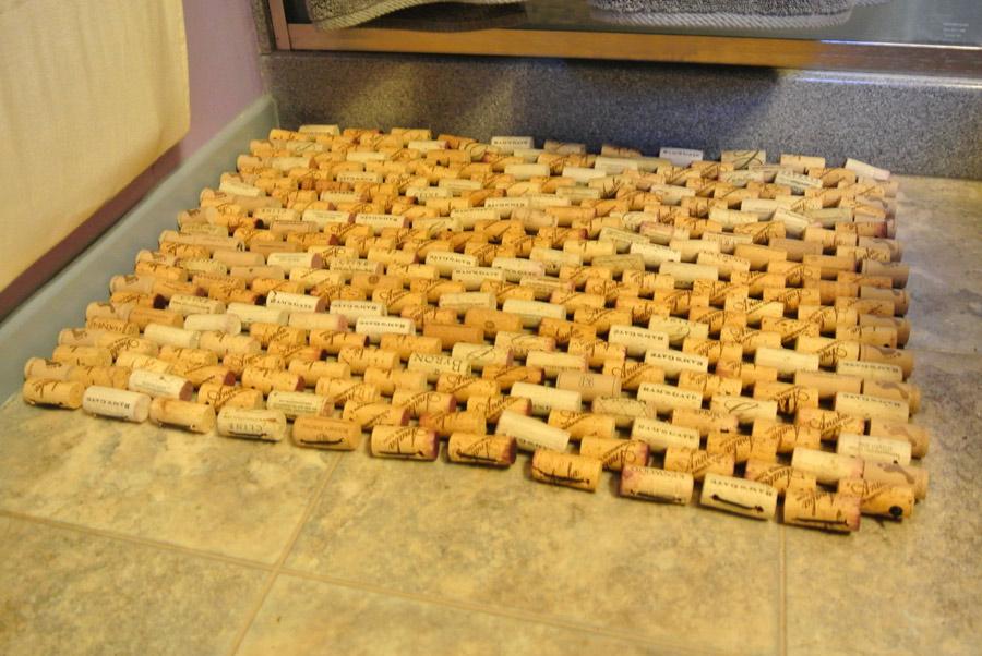 Как сделать коврик из пробок шампанского своими руками 175